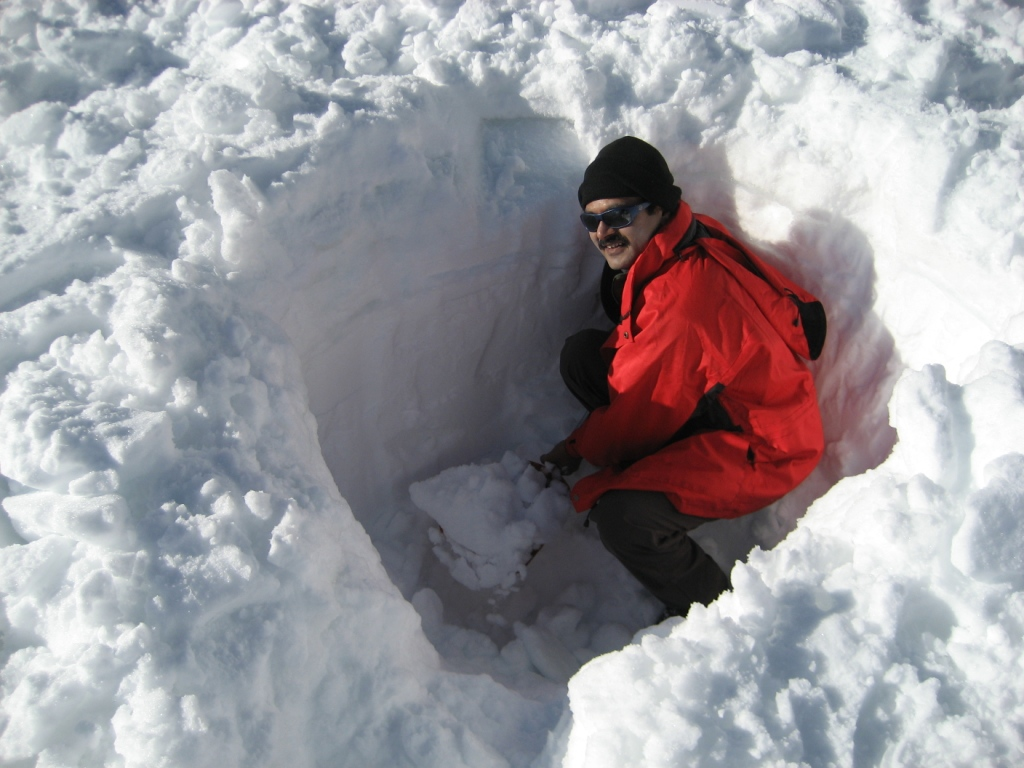 Snow Pit observation for snow density calcuation