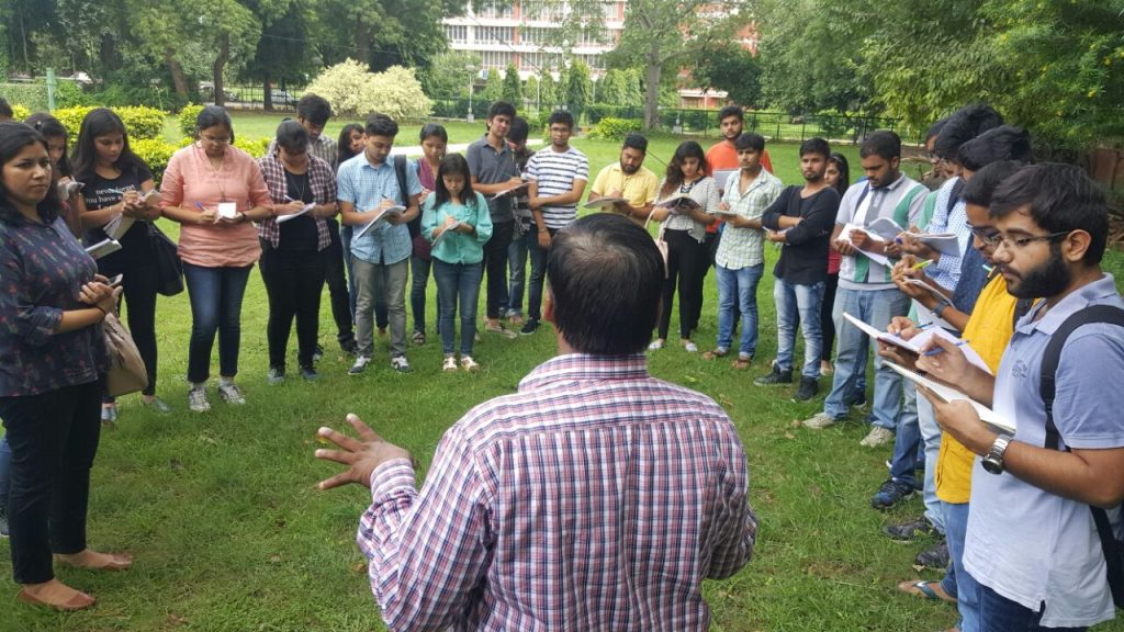 students-being-briefed-at-mausam-bhawan